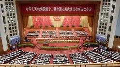 人民大会堂で開かれた全人代の開幕式。中国の政財界の主要人物が一堂に会する中国の最重要イベントの一つだ=2017年3月5日、赤間清広撮影