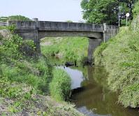萩原さんの遺体が見つかった多々良川の現場=群馬県館林市日向町で、2015年5月14日午後3時21分、山本有紀撮影