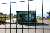 自転車BMXとカヌー競技の会場跡地は一時期公園として開放されたが、利用者が少なく閉鎖された=ブラジル・リオデジャネイロで2017年2月17日午後5時10分、朴鐘珠撮影