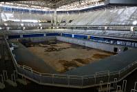競泳会場だったプールは水が抜かれて内壁が汚れ、放置されている=ブラジル・リオデジャネイロの五輪公園で2017年2月18日午前10時25分、朴鐘珠撮影