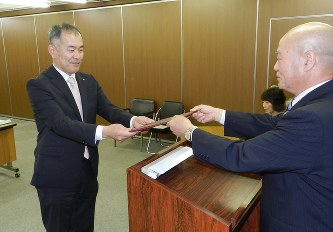 選挙:鳥羽市長選 「期待に応え...