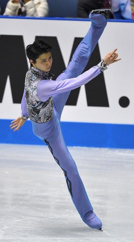 男子シングル・ショートプログラムで演技する羽生結弦=東京・代々木競技場で2017年4月20日、手塚耕一郎撮影