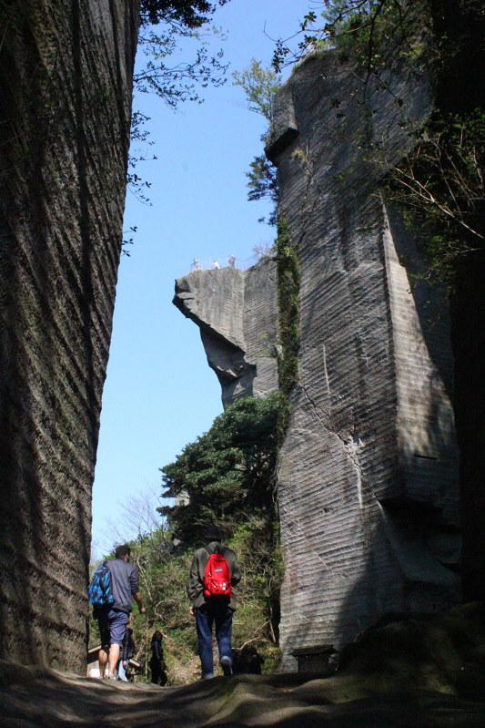 県の石:認定1年 鋸山の景観作った「房州石」切り出し /千葉 ...