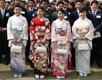 From front left to right, Rio de Janeiro Olympics wrestling gold medalist Kaori Icho, badminton doubles gold medalists Ayaka Takahashi and Misaki Matsutomo and table tennis team bronze medalist Ai Fukuhara are seen at the Akasaka Imperial Gardens in Tokyo's Minato Ward, on April 20, 2017. (Mainichi)