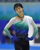 男子フリーの演技を終え、ミスに顔をしかめる羽生結弦=東京・国立代々木競技場で2017年4月21日、手塚耕一郎撮影
