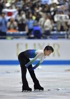 男子フリーの演技を終え、険しい表情を見せる羽生結弦=東京・国立代々木競技場で2017年4月21日、手塚耕一郎撮影