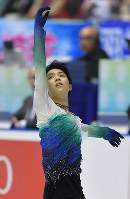 Figure skater Yuzuru Hanyu performs his free skate program in the International Team Trophy at Tokyo's Yoyogi National Stadium on April 21, 2017. (Mainichi)