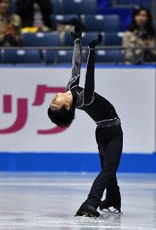 エキシビションの練習に臨む羽生結弦=東京・国立代々木競技場で2017年4月22日、手塚耕一郎撮影