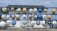 こんなとこにも猫たち=香川県多度津町で2017年3月13日、望月亮一撮影