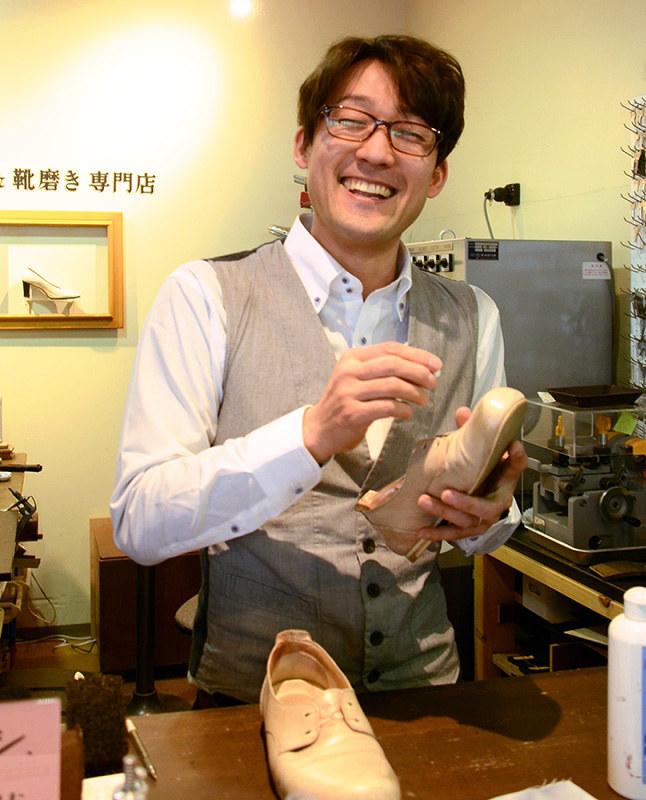 靴磨き:働く人支える ピカピカ、元銀行マンの夢 徳島市内進出へ