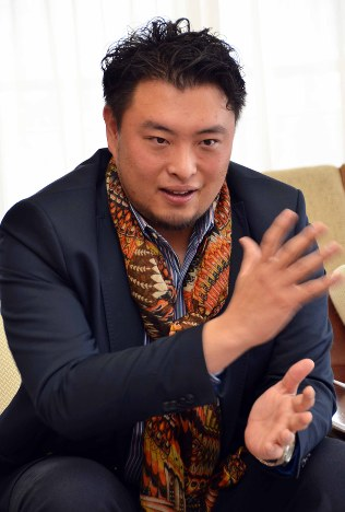 人ふでがき:デュオ結成公演を開いたテノール歌手 井出司さん /長野 ...