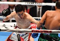 Japan's Kazuto Ioka, left, throws a punch at Noknoi Sitthiprasert of Thailand on his way to defending his WBA bantamweight title at Edion Arena Osaka on April 23, 2017. (Mainichi)