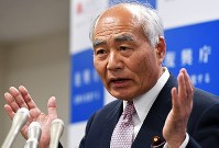 Newly appointed Reconstruction Minister Masayoshi Yoshino answers a question from a reporter at a news conference in Chiyoda Ward, Tokyo, on April 26, 2017. (Mainichi)