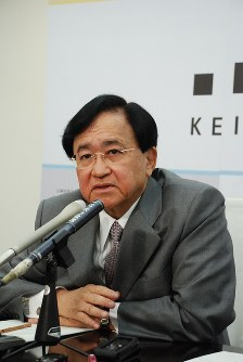 Yoshimitsu Kobayashi, chairman of the Japan Association of Corporate Executives, speaks during an interview in Tokyo's Chiyoda Ward on April 25, 2017. (Mainichi)