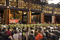 In this Nov. 21, 2016 file photo, followers of Shinshu Otani-ha Shin Buddhism gather in Founder's Hall at Higashi Honganji temple in Kyoto's Shimgyo Ward. (Mainichi)