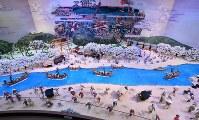 祭典のシンボルとして展示されている巨大工芸菓子「伊勢参宮 宮川の渡し」
