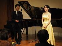 演奏後、「ぜいたくな時間」と振り返る尾崎未空さん(右)と、「独特な響き」と手応えを語る山崎亮汰さん