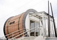 大太鼓をモチーフにしたJR糠沢駅の駅舎=北秋田市綴子で