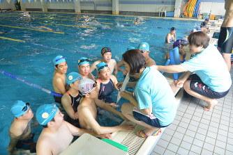 水泳合宿:健常者と障害者のクラ...