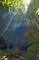 祭祀遺跡=宗像市沖の沖ノ島で2003年5月27日、野田武撮影