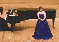 第44回県新人演奏会で声楽を披露する若手音楽家=和歌山県文化振興財団提供