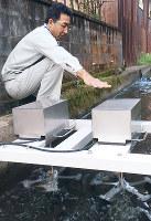 熊川宿に設置された小水力発電機=福井県若狭町熊川で、高橋一隆撮影