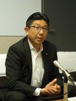 ミニボートピア設置計画への同意を表明した吉岡初浩・高浜市長=同市役所で