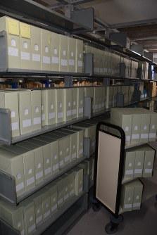 立教大書庫に収蔵されている浜岡原発関連資料=東京都豊島区で、松岡大地撮影