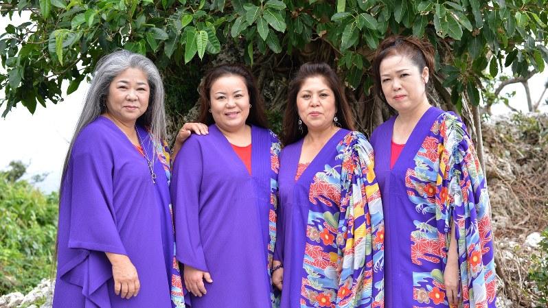 沖縄の女性4人組ボーカルグループ「うないぐみ」。左から古謝美佐子さん、比屋根幸乃さん、島袋恵美子さん、宮里奈美子さん