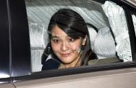 勤務先に入られる眞子さま=東京都千代田区で2017年5月17日午前10時43分、西本勝撮影