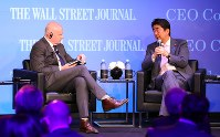 Prime Minister Shinzo Abe, right, answers a question from Wall Street Journal Editor in Chief Gerard Baker at an event in Tokyo's Chiyoda Ward, on May 16, 2017. (Mainichi)
