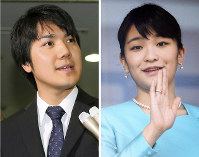 (Right) In this Jan. 2, 2016 file photo, Princess Mako waves to visitors during a New Year's greeting at the Imperial Palace. (Left) Kei Komuro answers questions from the media in Tokyo's Chuo Ward on May 17, 2017. (Mainichi)
