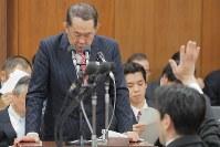 衆院法務委員会で答弁する金田勝年法相=国会内で2017年5月19日午後0時38分、和田大典撮影