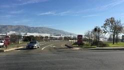 シリコンバレーにあるテスラモーターズの量産工場。間もなくモデル3の生産がスタートする=遠藤吉紀撮影