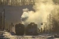 氷点下27度。北海道の凍(い)てつく朝、日々の生活の鉄道風景=北海道の石北線・緋牛内(ひうしない)駅で、村上悠太さん撮影