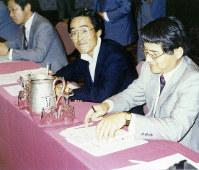 1980年代半ば、研修で米国のガス会社を視察する和田さん(中央)。電力、ガス業界の自由化議論に強い刺激を受けた
