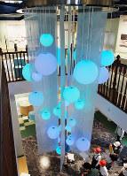 水の流れをイメージしたオブジェ=広島市東区の市水道資料館で、寺岡俊撮影