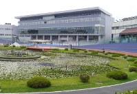 完成した平塚競輪場のメインスタンド