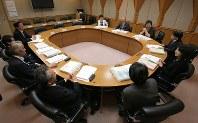 公開された放送倫理・番組向上機構(BPO)放送倫理検証委員会の様子=東京都千代田区で4月14日、宮武祐希撮影