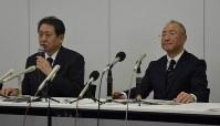 退任する木村代表(右)と橘田副本部長=新潟市中央区で