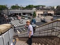 「山下」といわれたあたりをのぞむ。上野駅の向こうに上野の山が見える=東京都台東区で