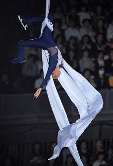ファンタジー・オン・アイスで演技を披露するマリーピエール・ルレ=千葉市美浜区の幕張イベントホールで2017年5月26日、手塚耕一郎撮影