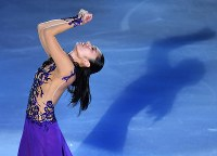 ファンタジー・オン・アイスで演技を披露する安藤美姫=千葉市美浜区の幕張イベントホールで2017年5月26日、手塚耕一郎撮影