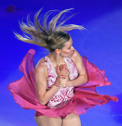 ファンタジー・オン・アイスで演技を披露するアンナ・ポゴリラヤ=千葉市美浜区の幕張イベントホールで2017年5月26日、手塚耕一郎撮影