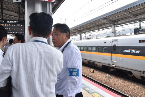 The platform at JR Okayama Station is pictured shortly after noon on May 26, 2017. (Mainichi)