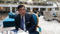 「トランプ・インターナショナル・ホテル」でインタビューに応じるアド・マチダ氏=ワシントンで高本耕太撮影