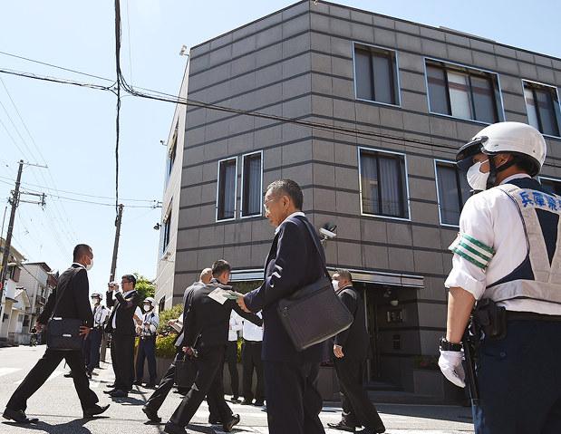 神戸山口組:新組織、表明1カ月 「内部対立」警戒続く 体制固まらず ...