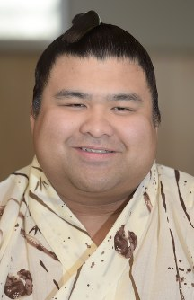 Sumo wrestler Takayasu smiles at a news conference at the Tagonoura stable in Tokyo's Edogawa Ward on May 29, 2017, the day after the close of the May Grand Sumo Tournament. (Mainichi)