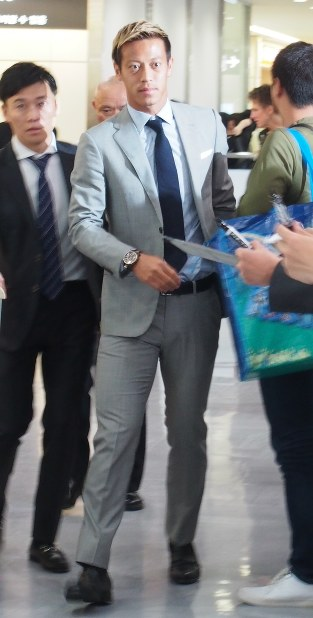 ACミランでの戦いを終え、帰国したサッカー日本代表FW本田圭佑=成田空港で2017年5月30日午後2時32分、大島祥平撮影