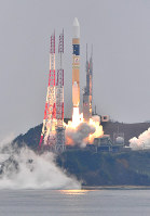 An H-2A rocket carrying the Michibiki 2 satellite, part of Japan's Quasi-Zenith satellite navigation system, lifts off from the Tanegashima Space Center in Minamitane, Kagoshima Prefecture, on June 1, 2017. (Mainichi)